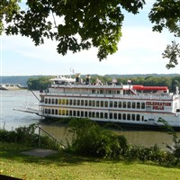 Fall Foliage Cruise on the Celebration Belle